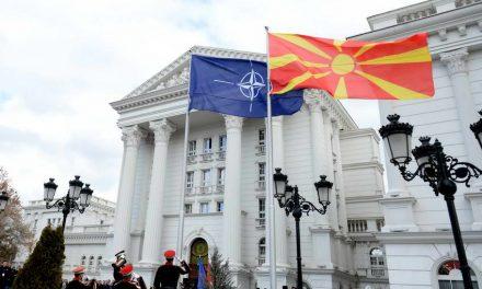 Обраќање на премиерот Заев на церемонијата на подигнување на знамето на НАТО пред Владата (видео)