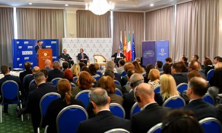 Заев на конференција за борба против корупција: Силно се противам на создавање на амбиент во кој некои политички елити ќе се чувствуваат привилегирани