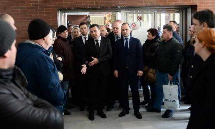 """Премиерот Заев со владини претставници во посета на повредените згрижени во """"8.Септември"""""""