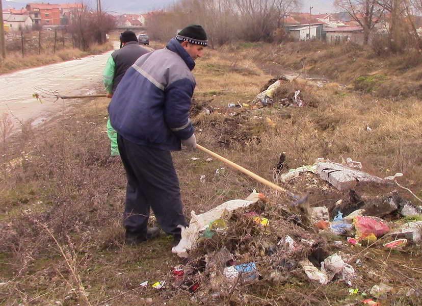 """Прилепски """"Комуналец"""" започна со генерално чистење по населбите"""