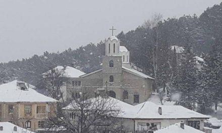 """Во Крушево осветена црквата """"Света Троица"""", чија изградба започнала кон крајот на 19 век"""