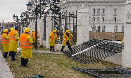 Се отстранува железната ограда пред зградата на Владата