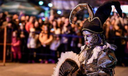 Премиерот Заев присуствуваше на Струмичкиот карневал