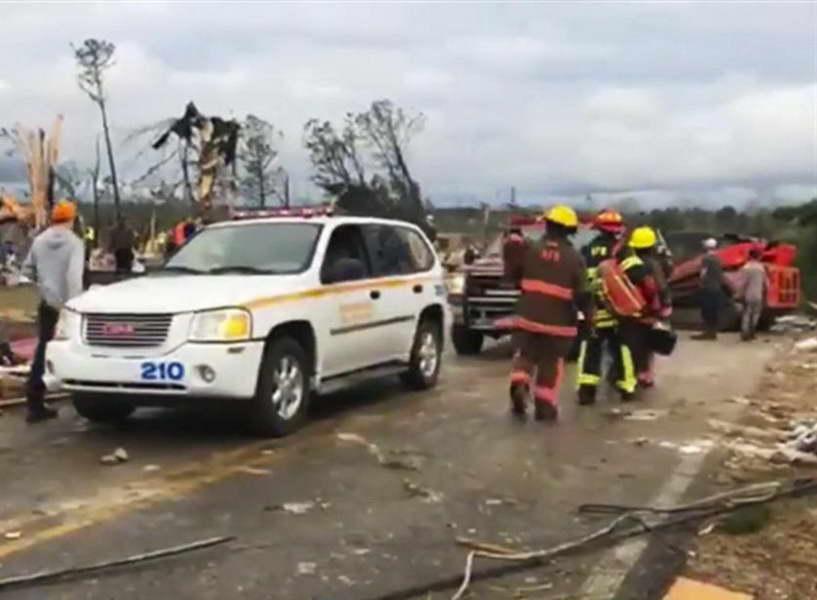 Најмалку 23 загинати во торнадо во Алабама
