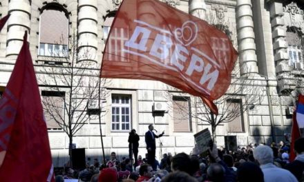 Србија: Малку играње шах, малку привикување граѓанска војна