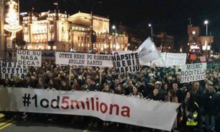 """Блокиран влезот на РТС на 14-тите протести во Белград """"1 од 5 милиони"""""""