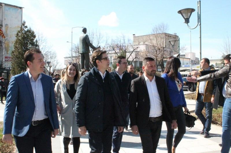 Стево Пендаровски помеѓу граѓаните на Прилеп