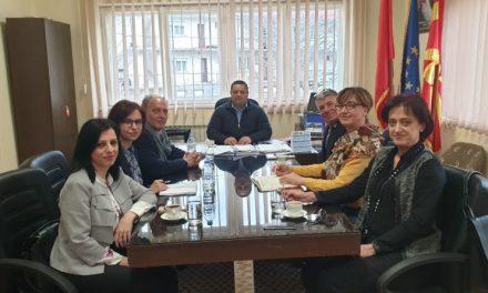 Крушево: Средба на градоначалникот Христоски со директорите на училиштата и претставници на Францускиот институт