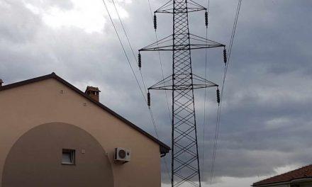 Kуќи загрозени од далновод во Тетово, никој не признава одговорност