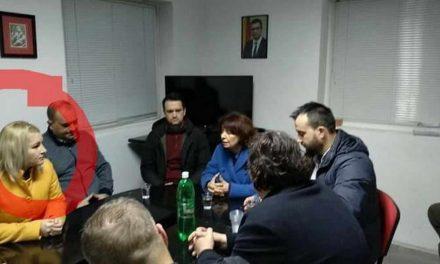 СДСМ: Сиљановска лажно зборува за правда, се слика со лица осудени за изборни нерегуларности