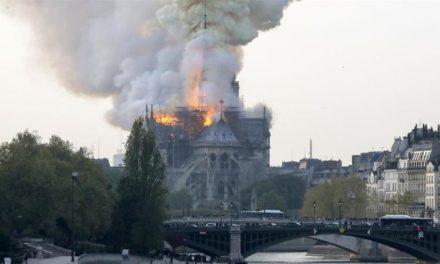 Пожар во катедралата Нотр Дам во центарот на Париз
