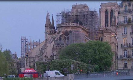 Спасена структурата на катедралата Нотр Дам