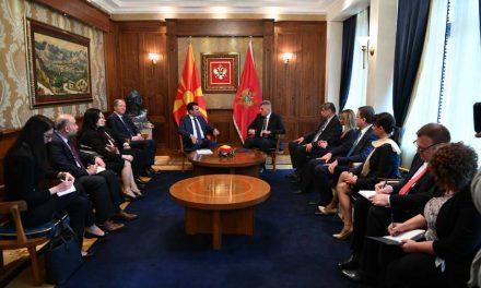 Премиерот Заев оствари средби со претседателот на Црна Гора, Ѓукановиќ и со претседателот на црногорското Собрание, Брајовиќ