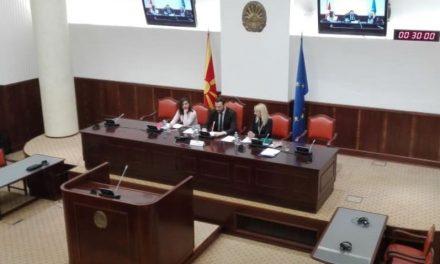 Виси пратеничкиот мандат на Груевски, но и на Богоевски?