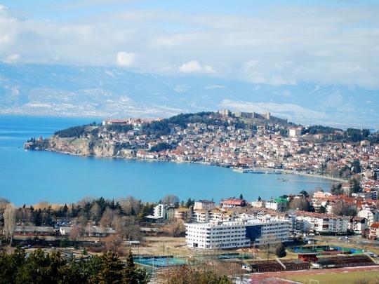 По препораките на УНЕСКО, владата ќе бара алтернативна рута за железницата и попис на дивоградбите во Охридско