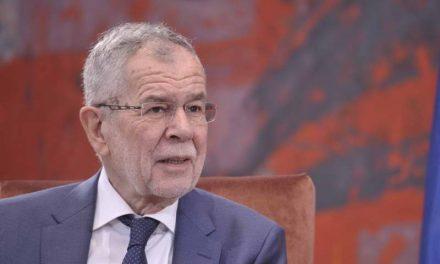 Австрискиот претседател предложи избори во септември