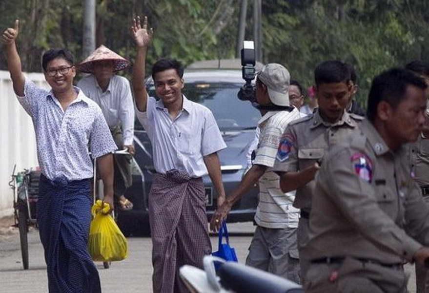 """Ослободени новинарите на """"Ројтерс"""" од затворот во Мјанмар"""