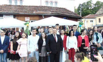 Традиционален собир на крушевските полуматуранти на градскиот плоштад