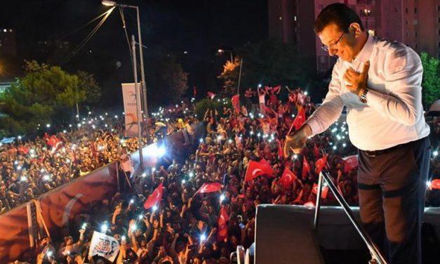 Демократијата во Турција е сѐ уште жива
