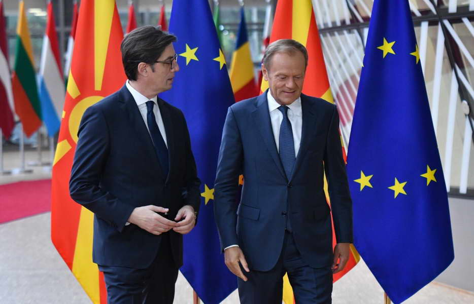 Туск до Пендаровски: Не сите земји-членки се подготвени да донесат одлука за отворање преговори во наредните денови