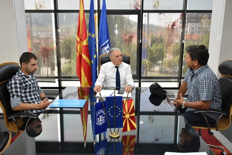 Второпласираниот на Светската листа на параглајдинг, Борјан Јованоски на средба со градоначалникот Илија Јованоски