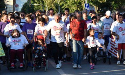 """Прилеп: Над 2.000 учесници на хуманитарната трка """"We run we care"""""""