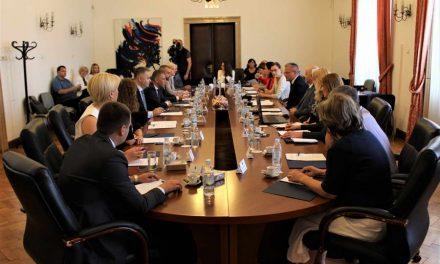 Активната дипломатија ги унапредува правата на малцинствата