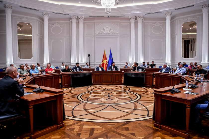 Премиерот Заев и министерот Адеми на средба со претставници на дијаспората