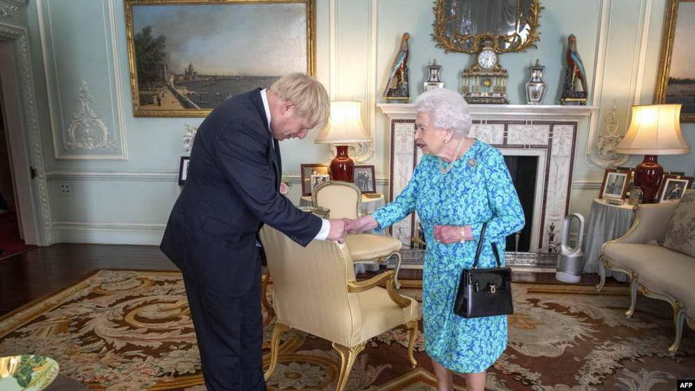 Џонсон бара од кралицата суспендирање на парламентот