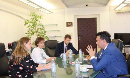 Средба на министерот Сугарески со британската амбасадорка Галовеј