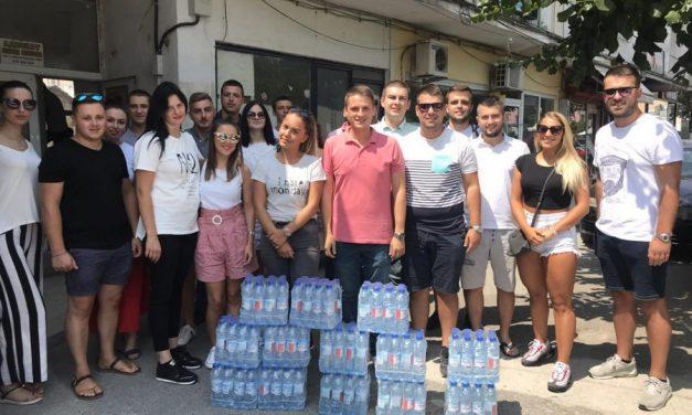Младите социјалдемократи делеа флаширана вода за пиење во центарот на Прилеп