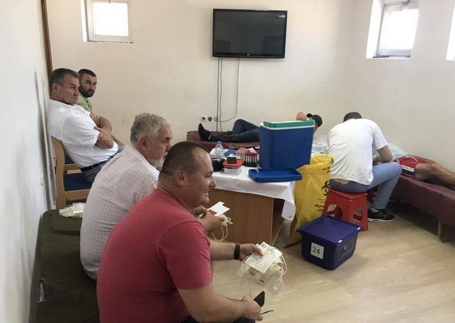 Младите активисти од СДММ – Прилеп, денеска даруваа крв