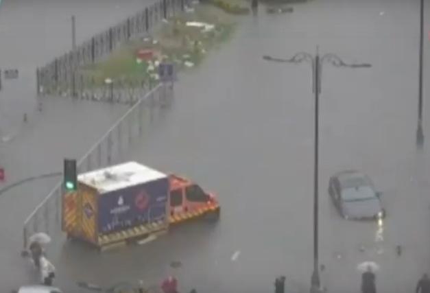 """Големо невреме и поплави во Истанбул, """"Гранд Базар"""" под вода (видео)"""