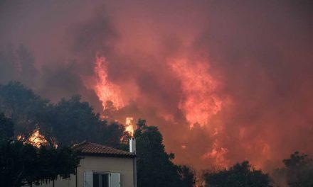 Пожари ја пустошат Грција (видео)