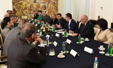 Средба на Претседателот Пендаровски со членовите на собраниската Комисија за одбрана и безбедност