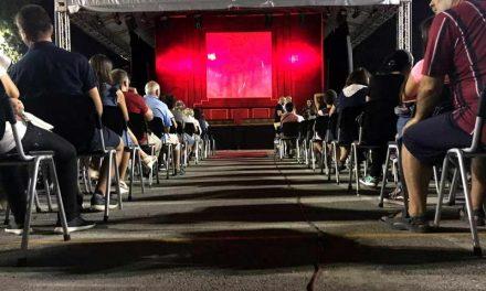 """Претставата на нишкиот театар """"Кнегињата од Фоли Бержер"""", синоќа прикажана на фестивалот """"Гола Месечина"""""""