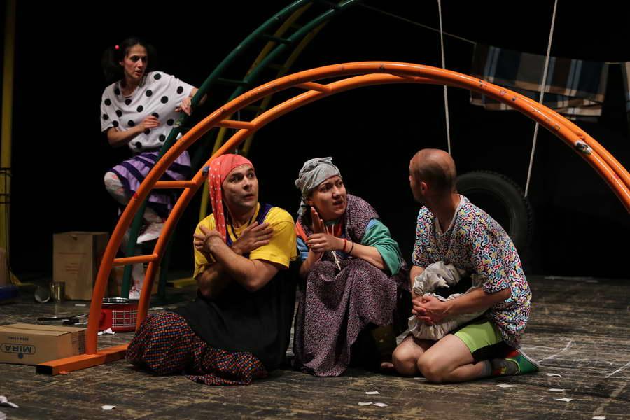"""Фестивал """"Ристо Шишков"""": Награда за севкупно уметничко остварување за """"Семејни приказни"""", претстава на прилепскиот театар"""