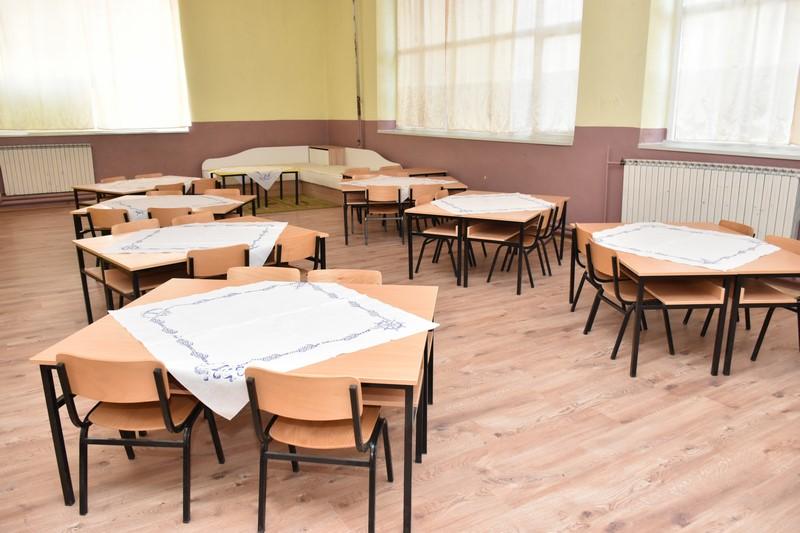 """Прилеп: Новата учебна година за учениците од ООУ """"Добре Јованоски"""" започна во реновирани училници, со нови табли и телевизори"""