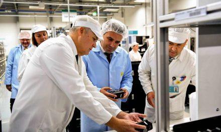 """Заев во посета на """"Маркарт"""": Дополнителните инвестиции се признание за економските политики и можност за нови работни места"""