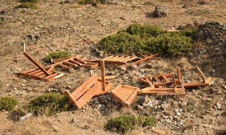 Ноќеска уништен еден од двата новопоставени летниковци на Марковите Кули