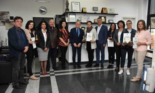 Првенците на генерацијата 2015-2019 од прилепските средни училишта, на прием кај градоначалникот Јованоски