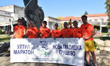 На патот од Нова Градишка до Крушево, ултрамаратонците се поклонија пред спомен-обележјето на Тоше во Прилеп