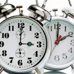 Утре почнува зимското сметање на времето, стрелките од часовникот еден час назад