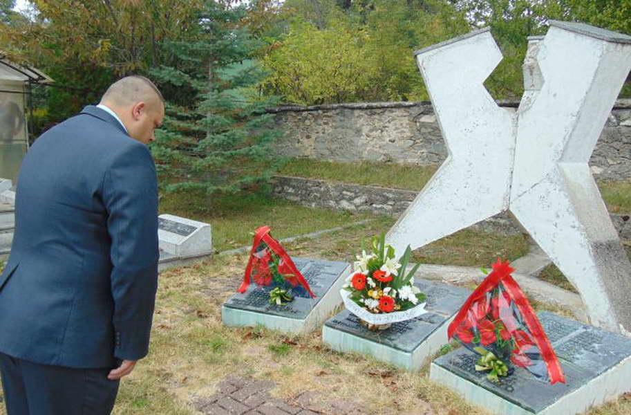 Крушево: Свежо цвеќе за борците на НОБ