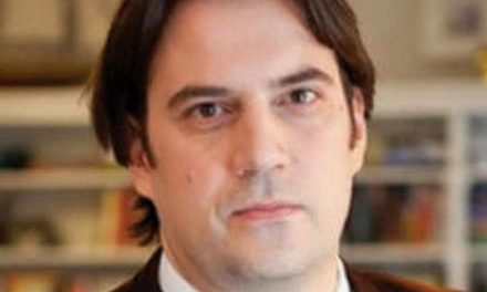 Бечев: Макрон ќе бара компромис кој ќе го претстави како победа