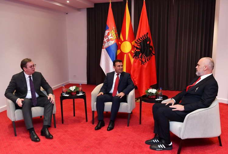 Заев, Рама и Вучиќ на трилатерална средба ja утврдија  декларацијата за соработка