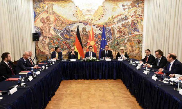 """Дебата на тема """"Тековни состојби и предизвици во реформите во сферата на правната држава"""""""
