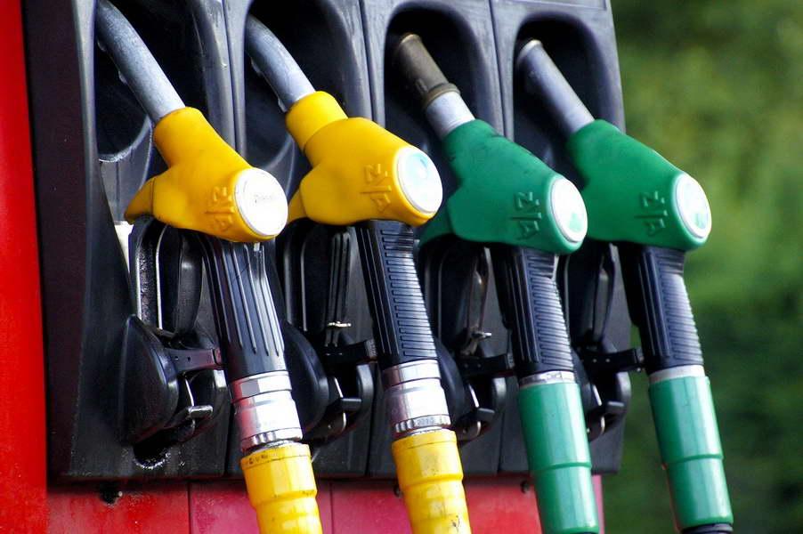 Од ноќеска бензините поскапуваат за половина денар, дизелот за денар