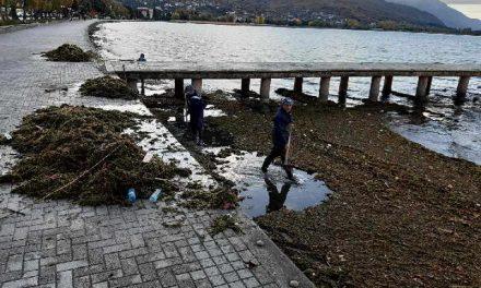 Вонредни активности на oхридскиот кеј поради намалениот водостој на езерото