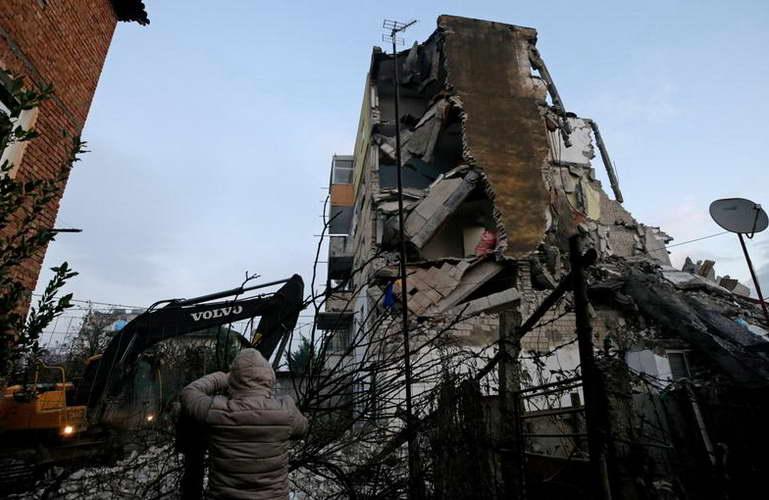 Силен земјотрес ја погоди Албанија, најмалку 6 загинати и 300 повредени лица